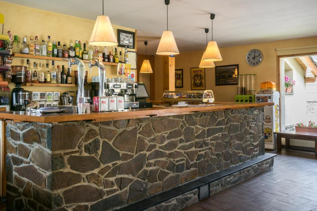 De lounge of bar bij Bungalows Pirineus