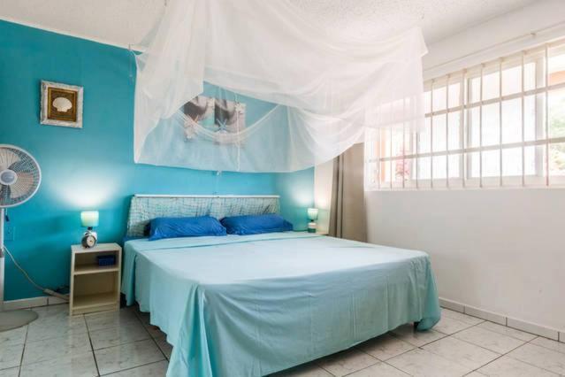 Cama ou camas em um quarto em Dushi Violet Seru Coral Resort