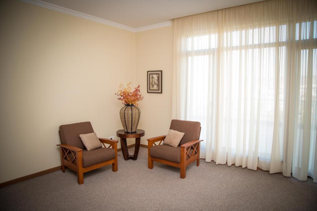 A seating area at Hotel Beaumonde Garden
