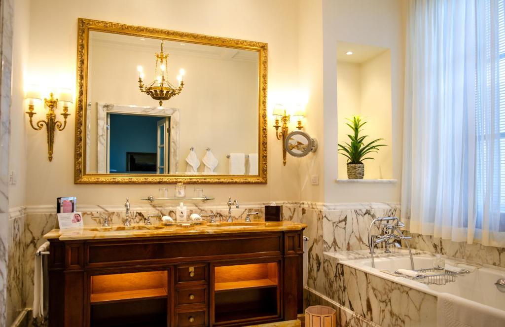 Four Seasons Hotel Firenze Florence Updated 2021 Prices