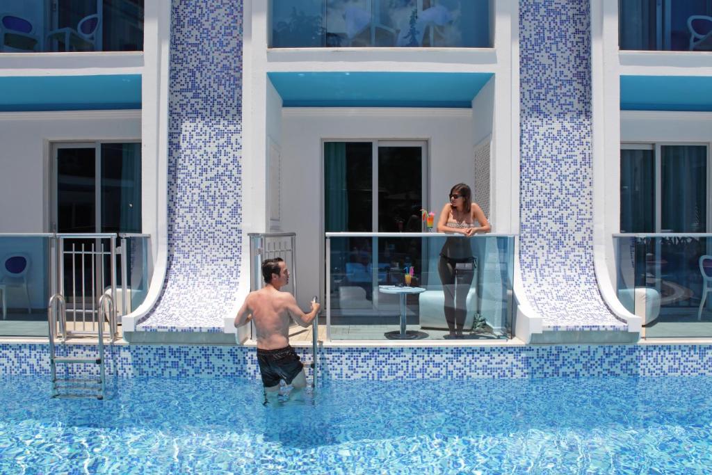 Бассейн в Ocean Blue High Class Hotel & SPA или поблизости