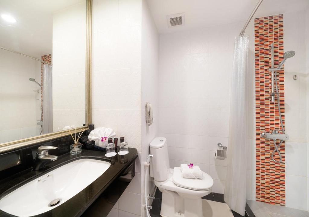 A bathroom at FuramaXclusive Sukhumvit