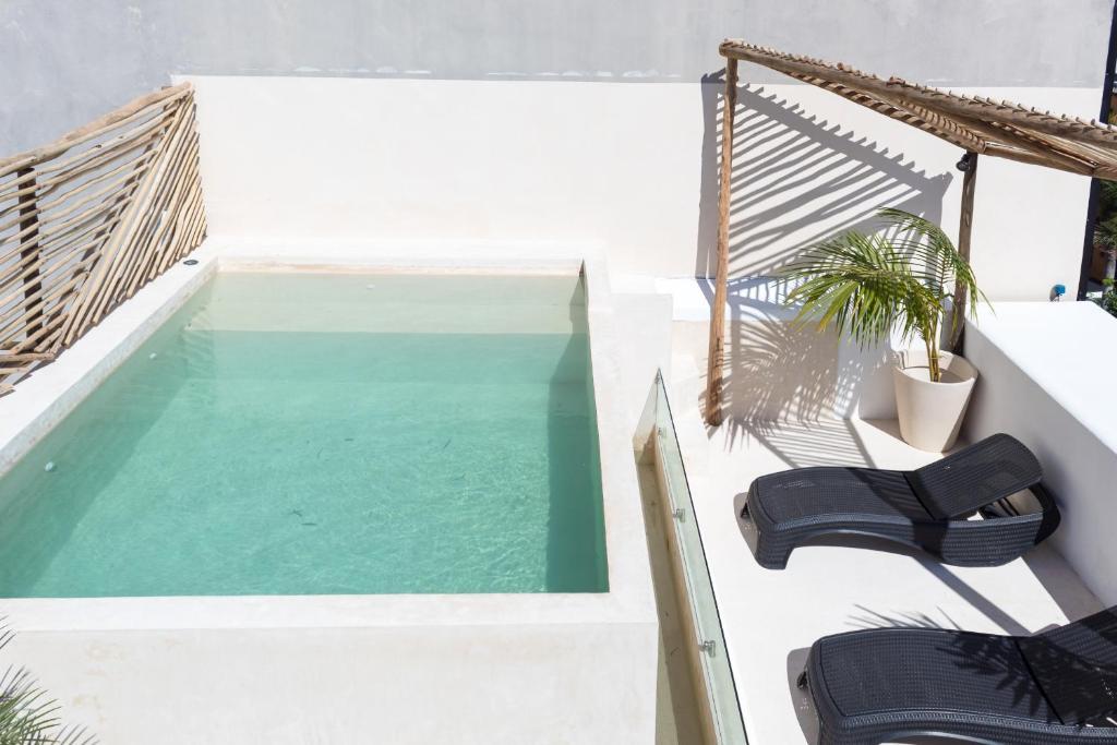 The swimming pool at or near Aruma Hotel