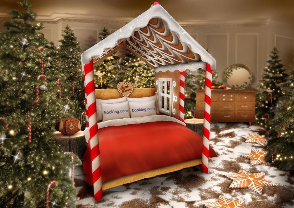 Een bed of bedden in een kamer bij BOOKING.COM CANDY CANE HOUSE