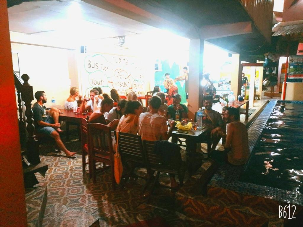 A restaurant or other place to eat at Real Vang Vieng Backpacker Hostel