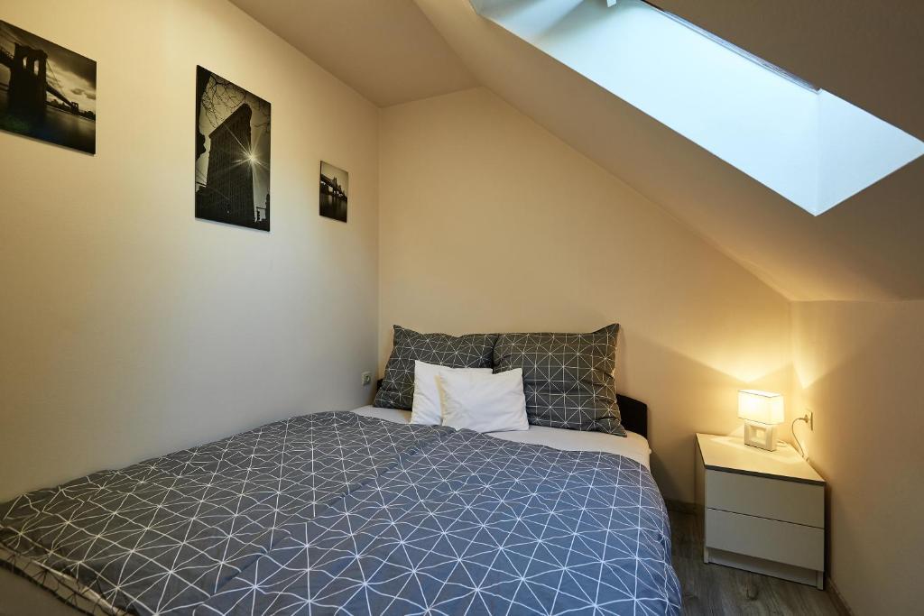 A bed or beds in a room at Óvár Apartman