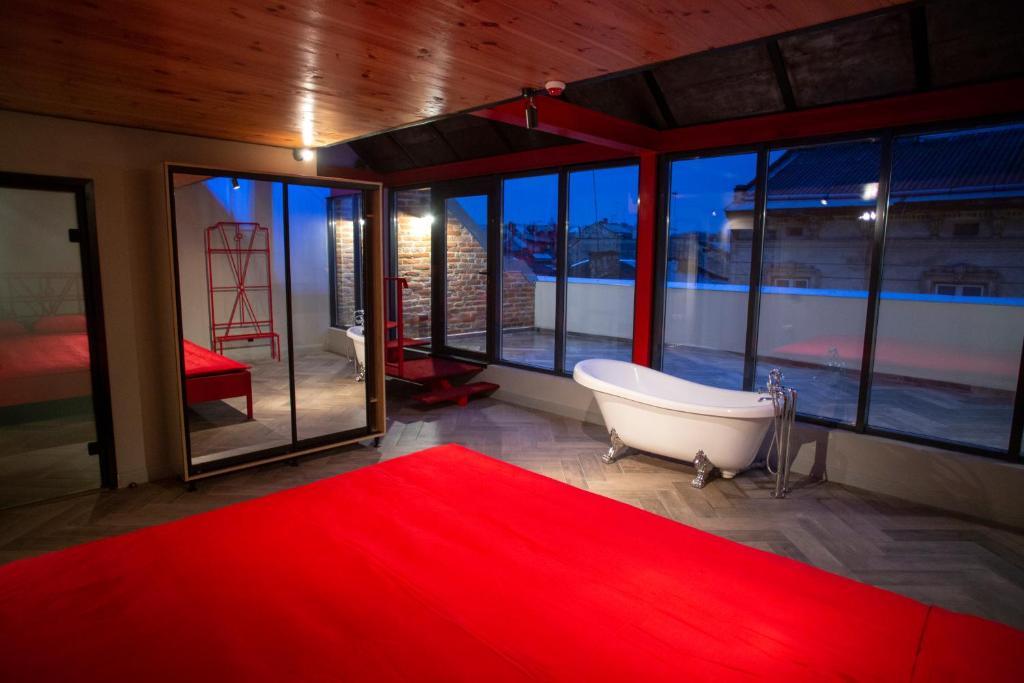 Ванна кімната в Masoch. Hotel & Cafe