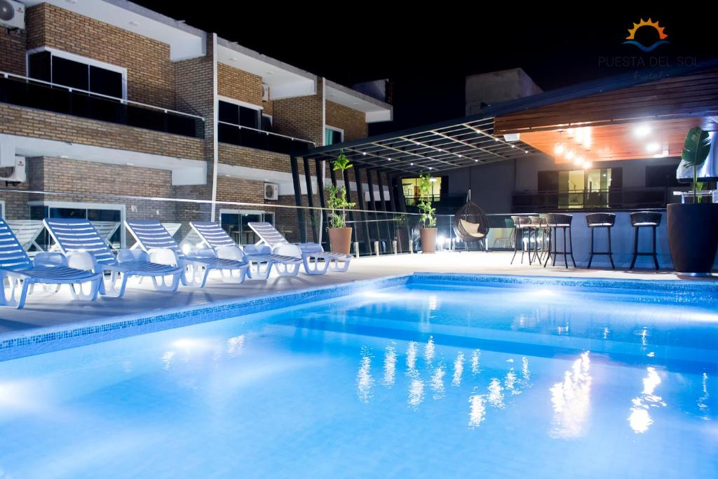 Piscine de l'établissement Hotel Puesta del Sol ou située à proximité