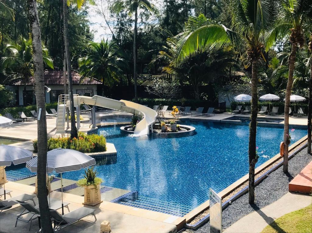 Der Swimmingpool an oder in der Nähe von Palm Galleria Resort