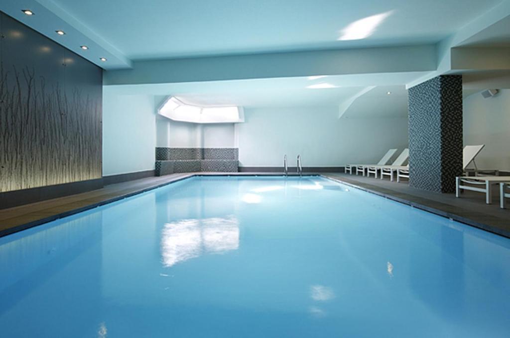 Het zwembad bij of vlak bij Hotel Aazaert by WP Hotels