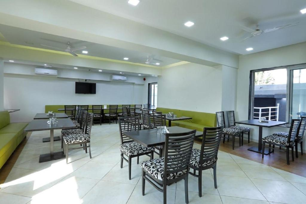 A restaurant or other place to eat at Dean Villa