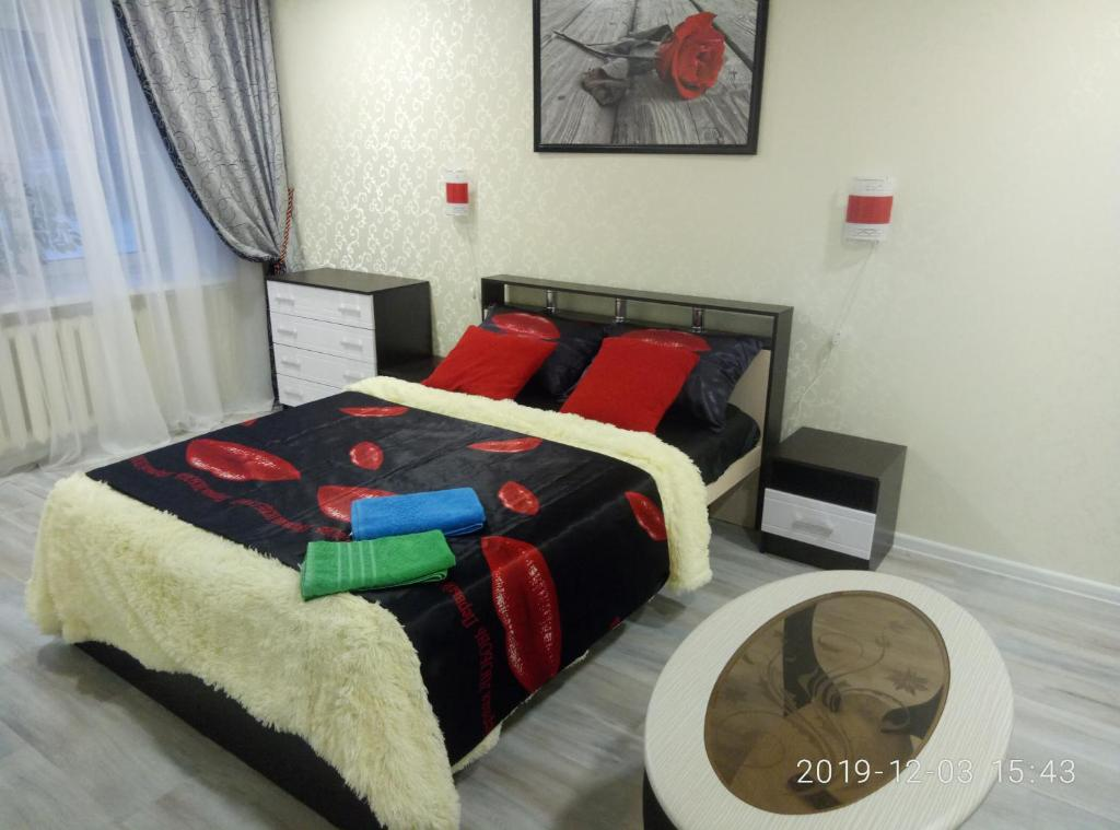 A bed or beds in a room at Аппартаменты Куликова