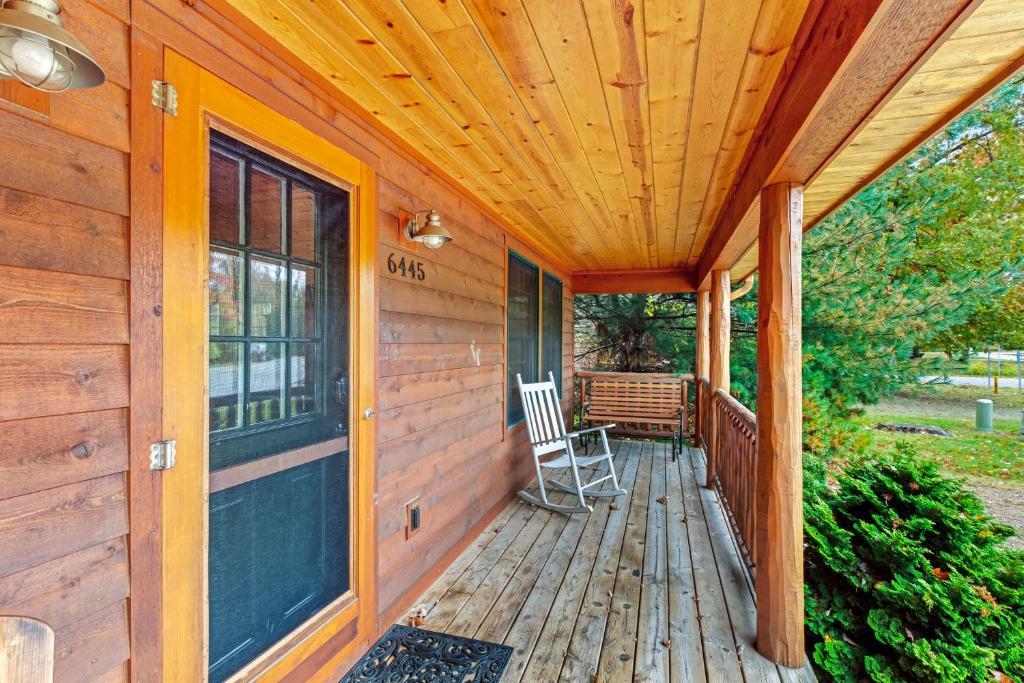 Kingfisher Cove Cabin 16