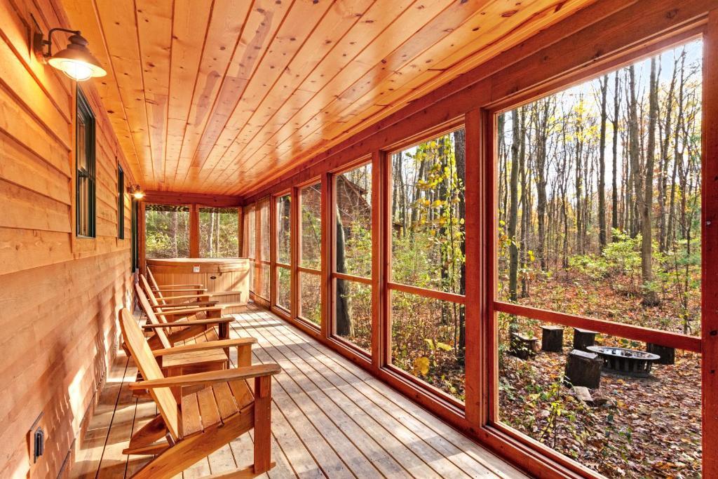 Kingfisher Cove Cabin 27
