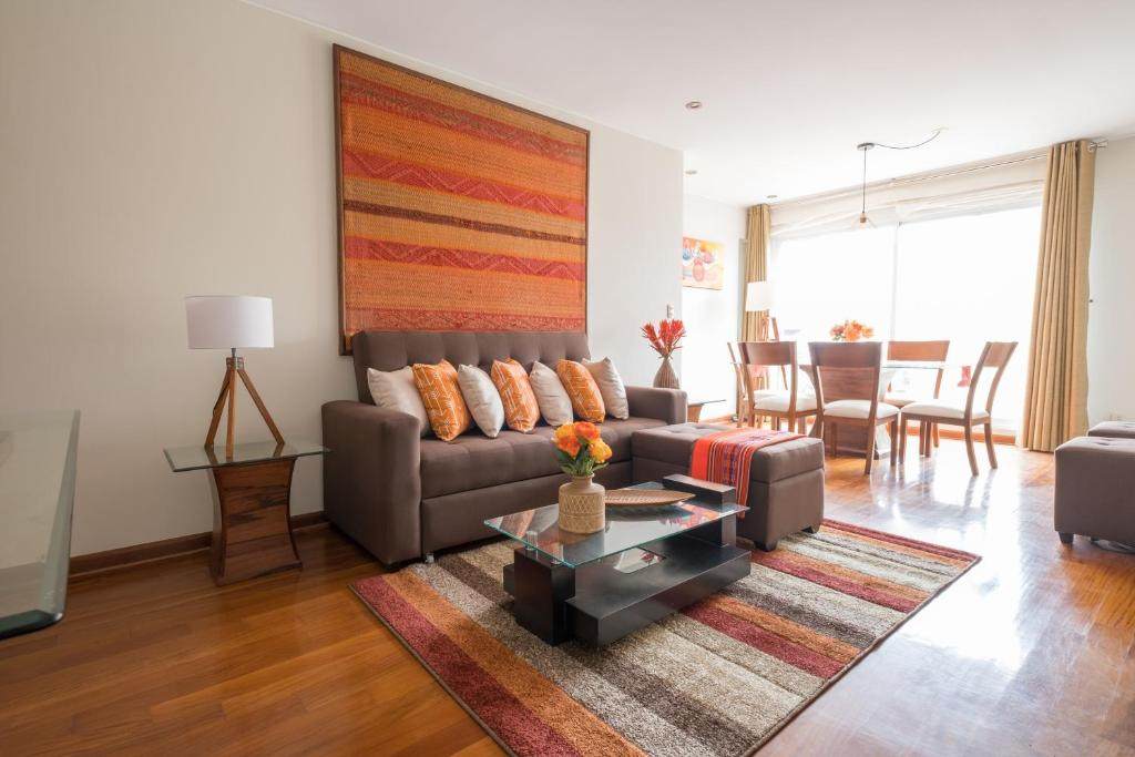 A seating area at Simply Comfort - Bright and Spacious Apartment in the Heart of Miraflores