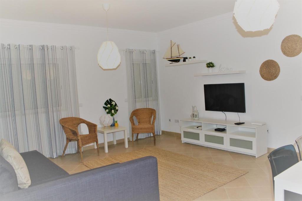 A seating area at Casa Camões, near airport, 4km Faro beach