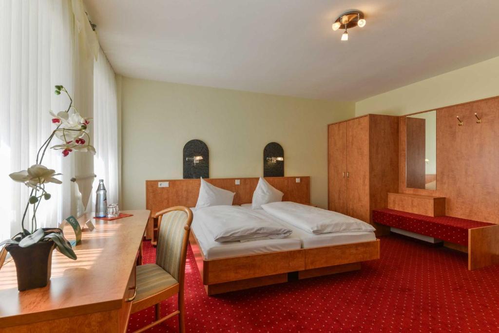 Ein Bett oder Betten in einem Zimmer der Unterkunft Hotel Kirchhainer Hof