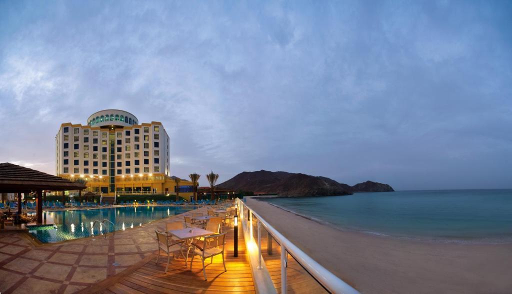 Oceanic khorfakkan resort spa 4 оаэ фуджейра дома в прибалтике фото