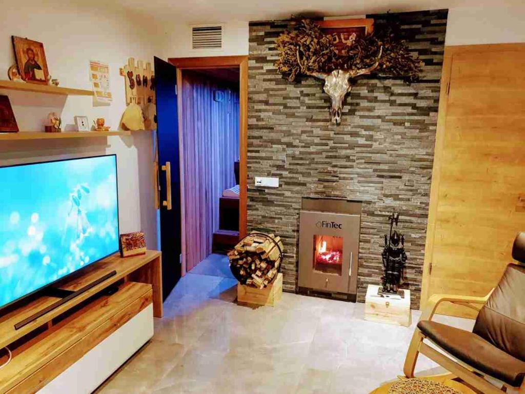 Picture of: 3 Zimmer Moderne Wellnesswohnung Sauna Kamin Parkplatze Munchen Opdaterede Priser For 2020