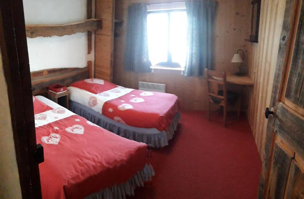 A bed or beds in a room at Namasté chalet hostel