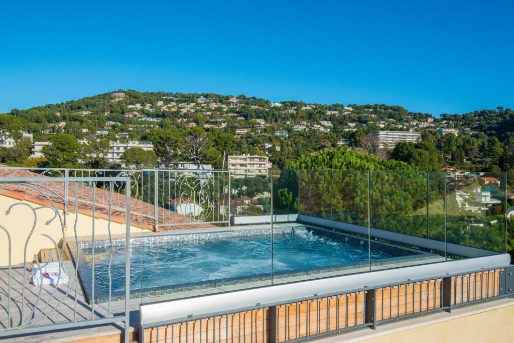 Der Swimmingpool an oder in der Nähe von La Bastide de l'Oliveraie
