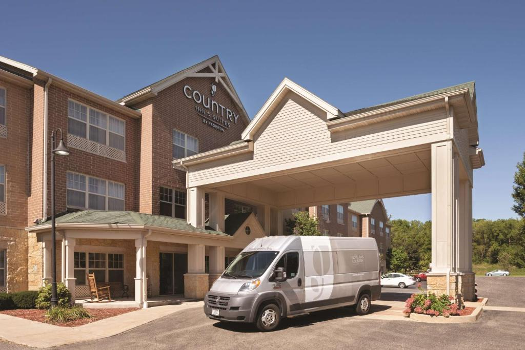 Country Inn & Suites by Radisson, Madison Southwest, WI