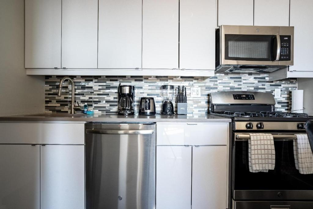 A kitchen or kitchenette at NY Medical and Business 30 Day Rentals