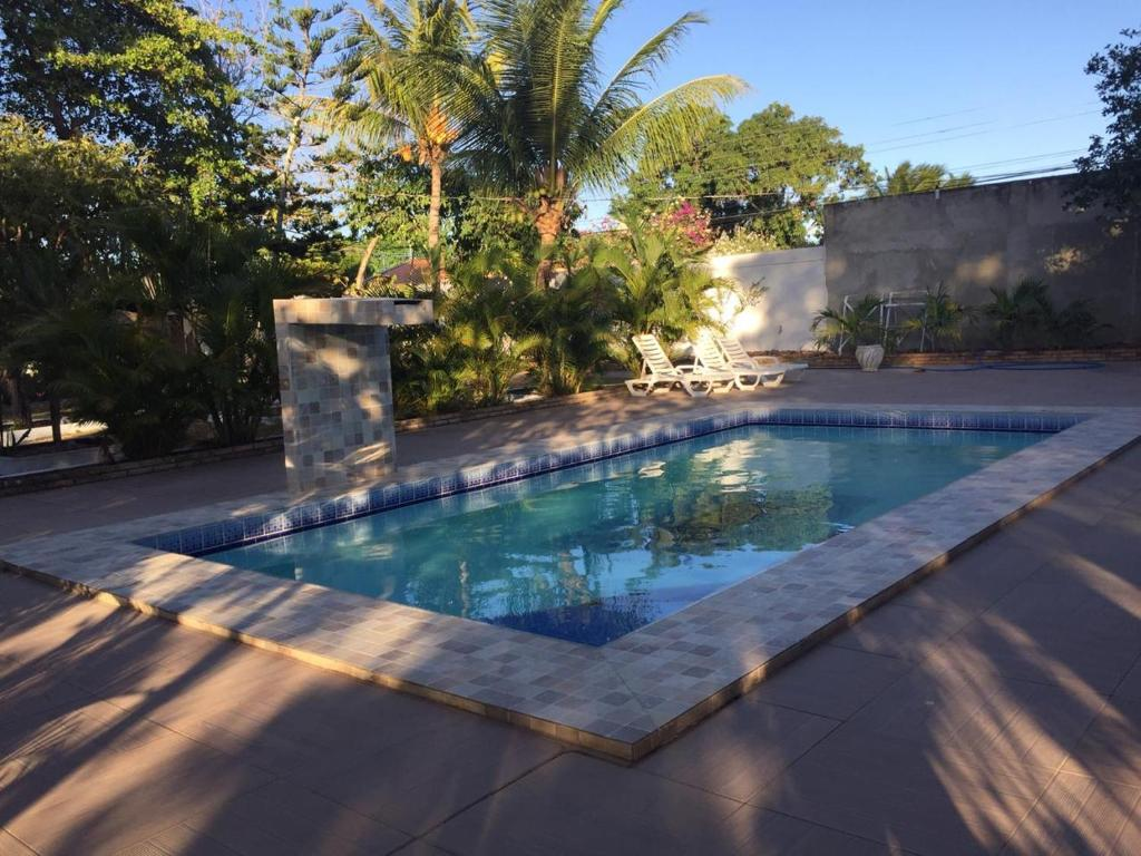 The swimming pool at or close to Chácara Brandão