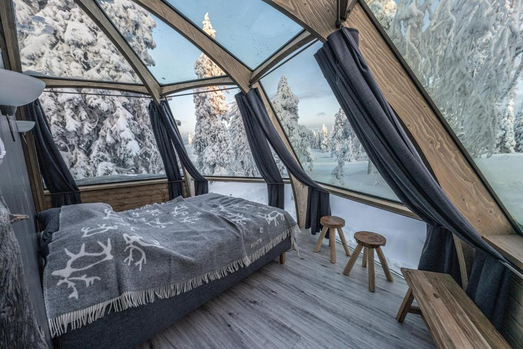 A bed or beds in a room at Syöte Igloos