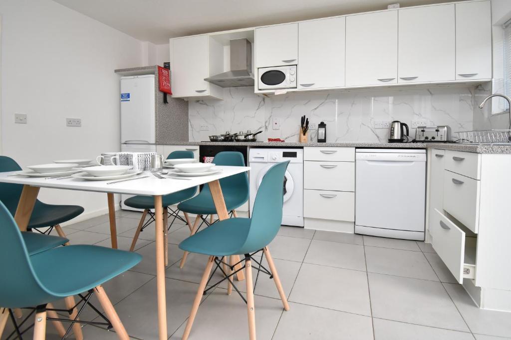 Oldbrook House Mk City Center Large Groups Milton Keynes Updated 2020 Prices
