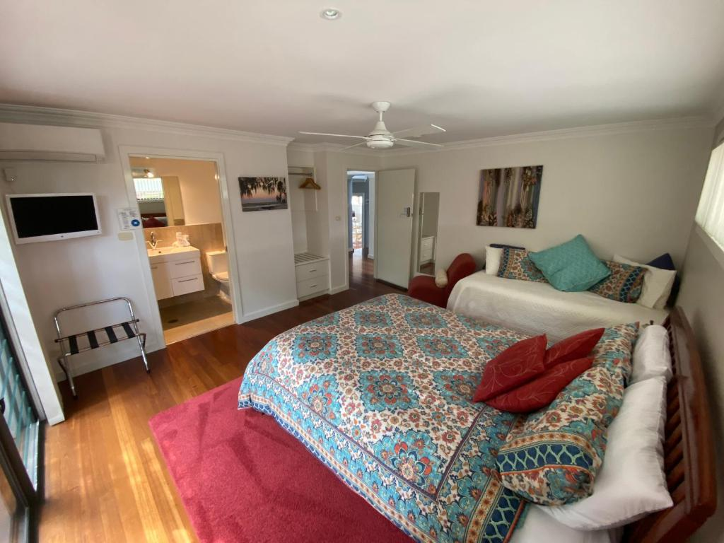 A bed or beds in a room at Anchors B&B