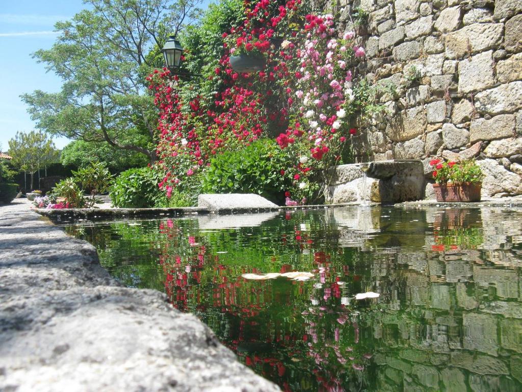 A garden outside Quinta do Terreiro - Turismo de Habitacao