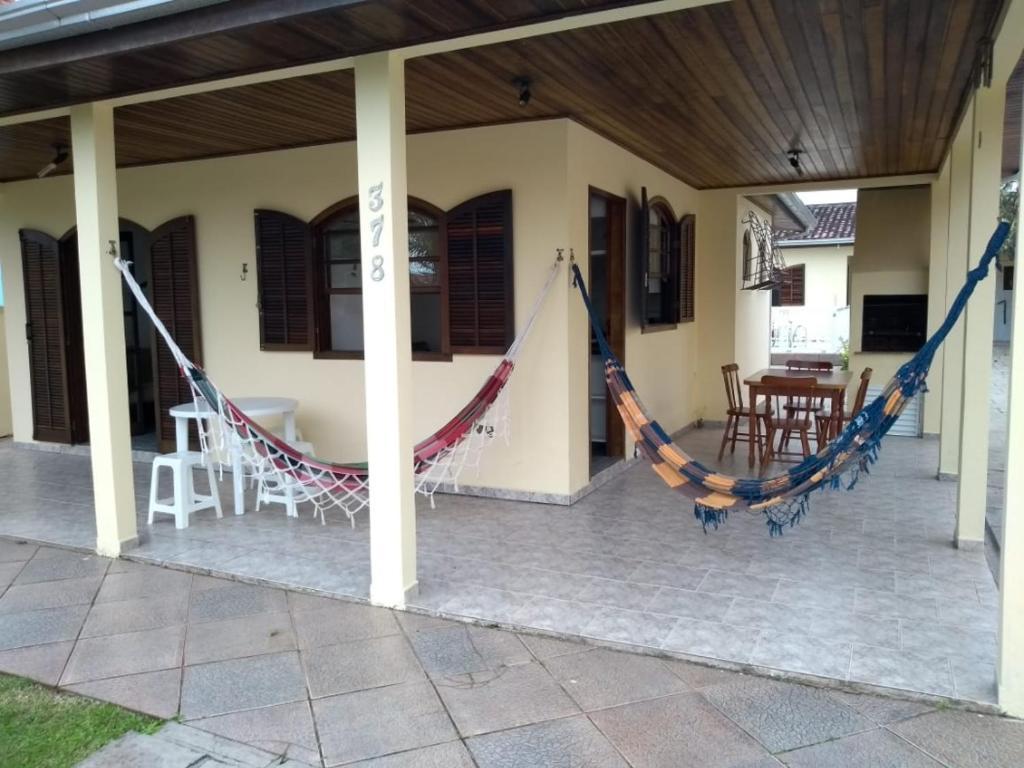 Casa Guaratuba espaçosa e confortável