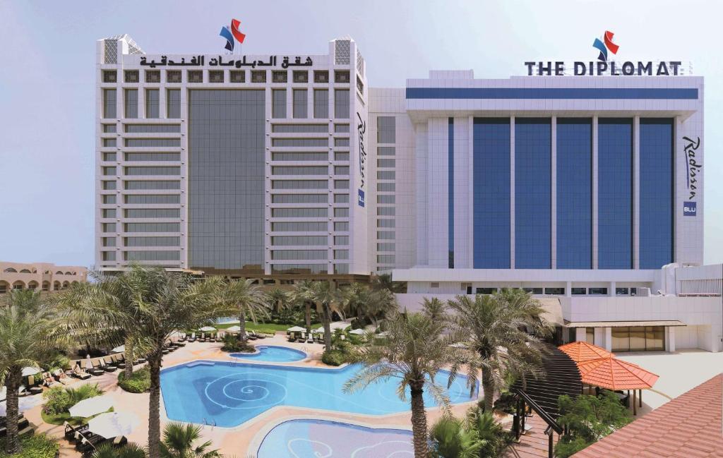 منظر المسبح في فندق دبلومات راديسون بلو ريزيدنس آند سبا او بالجوار