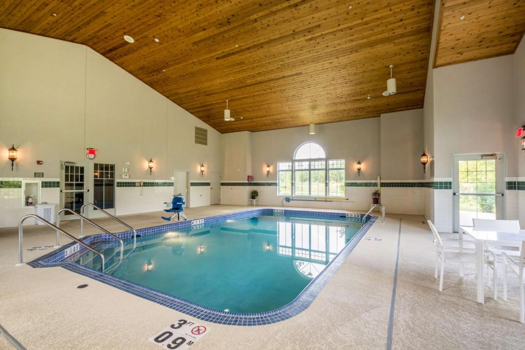 The swimming pool at or near Country Inn & Suites by Radisson, Fond du Lac, WI
