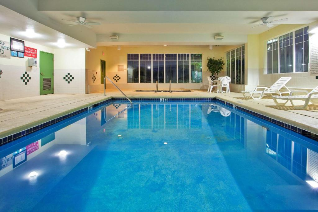 Country Inn & Suites by Radisson, Hiram, GA