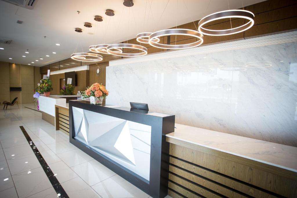 The lobby or reception area at Lintas Platinum Hotel