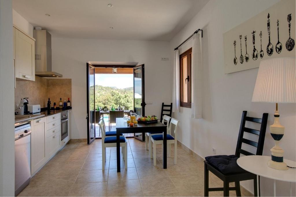 Cas Concos Villa Sleeps 6 Pool Air Con WiFi 8
