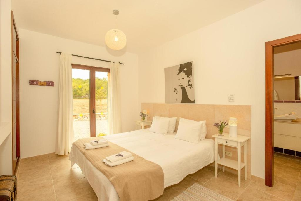 Cas Concos Villa Sleeps 6 Pool Air Con WiFi 17