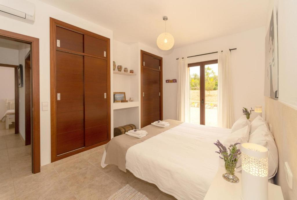 Cas Concos Villa Sleeps 6 Pool Air Con WiFi 18
