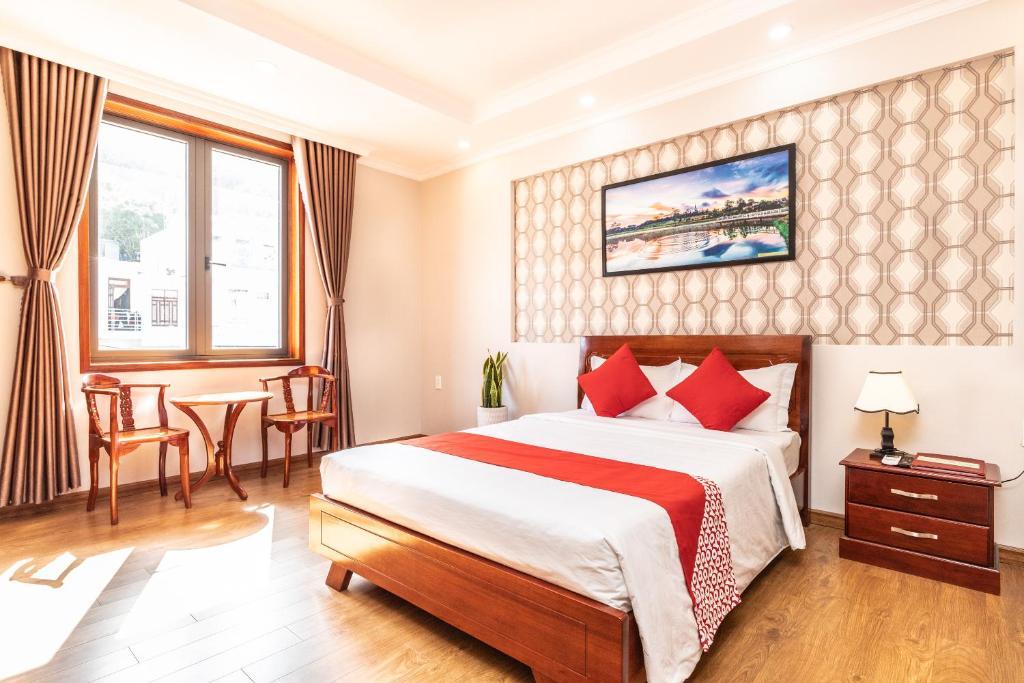 Giường trong phòng chung tại OYO 394 Camy Hotel