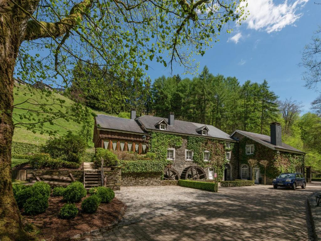 Luxurious, beautiful holiday home with indoor pool and sauna for large groups