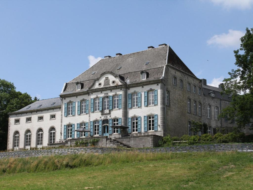 Luxurious Castle in Marchin with Sauna