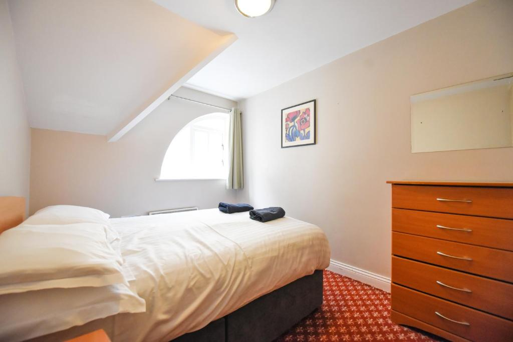 A bed or beds in a room at Snoozles Quay Street Tourist Hostel