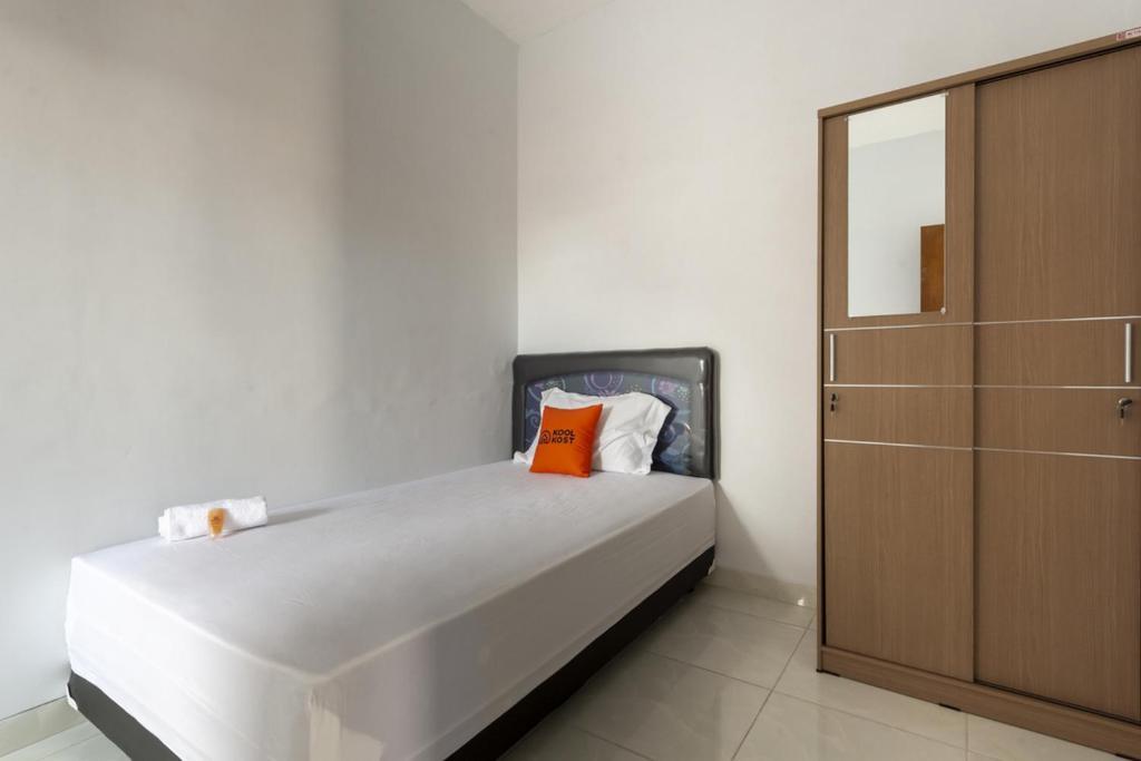 Guesthouse Koolkost Syariah Near Universitas Merdeka Malang Female Only Kotalama Indonesia Booking Com