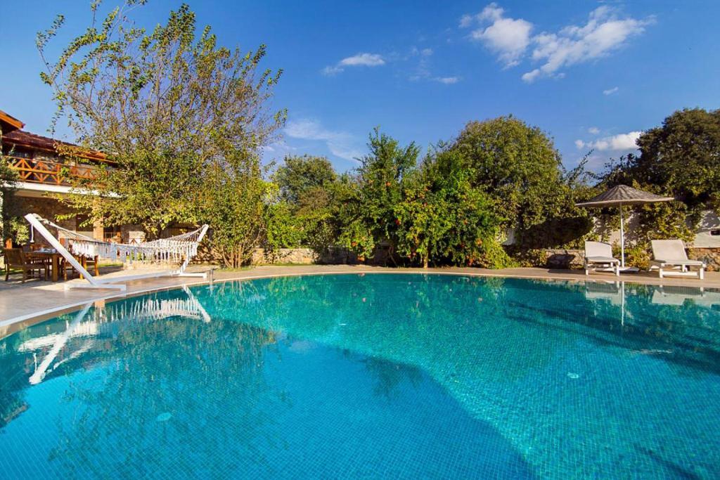 Kinali Villa Sleeps 10 with Pool Air Con and WiFi