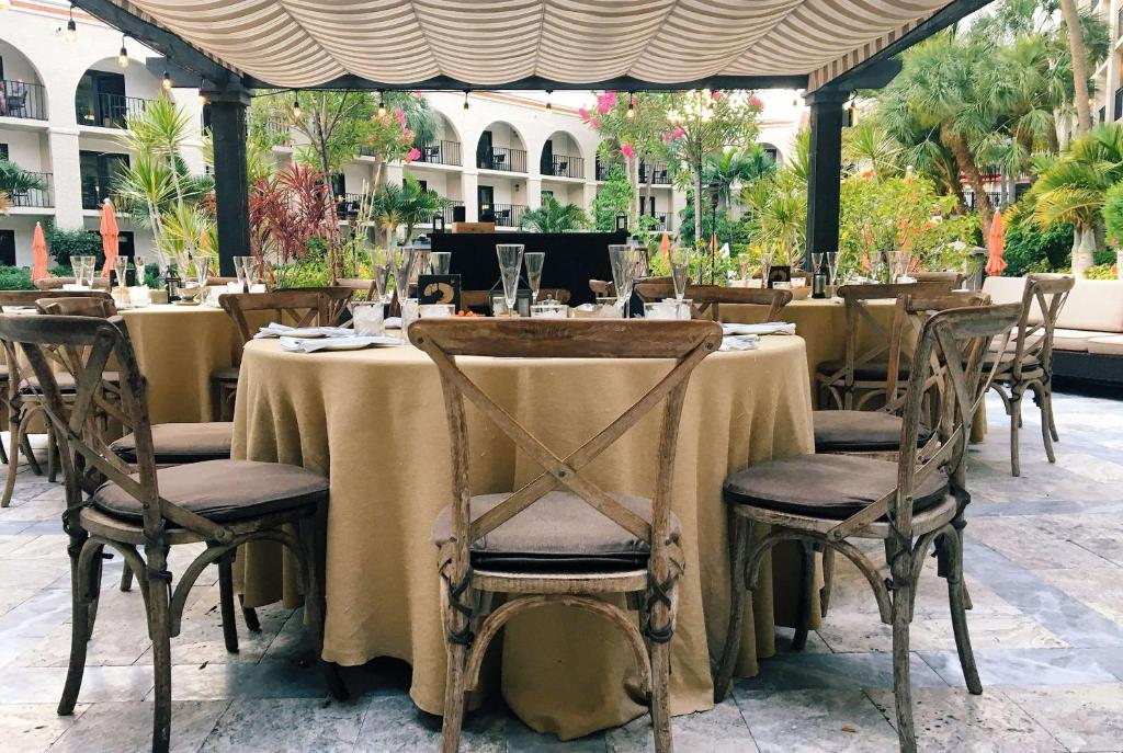 A restaurant or other place to eat at Wyndham Boca Raton Hotel