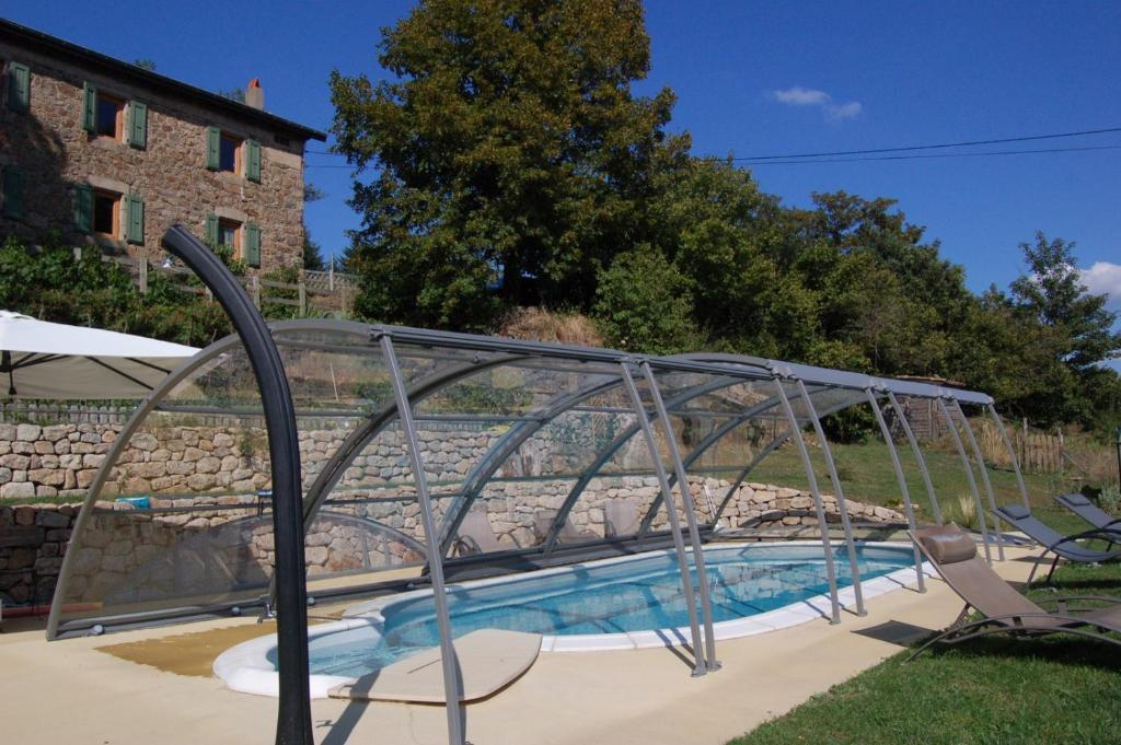 The swimming pool at or near Gite Rural Escoussenas