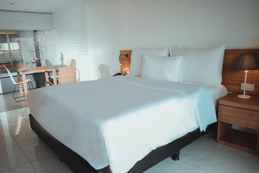 A bed or beds in a room at Nagomi Suites
