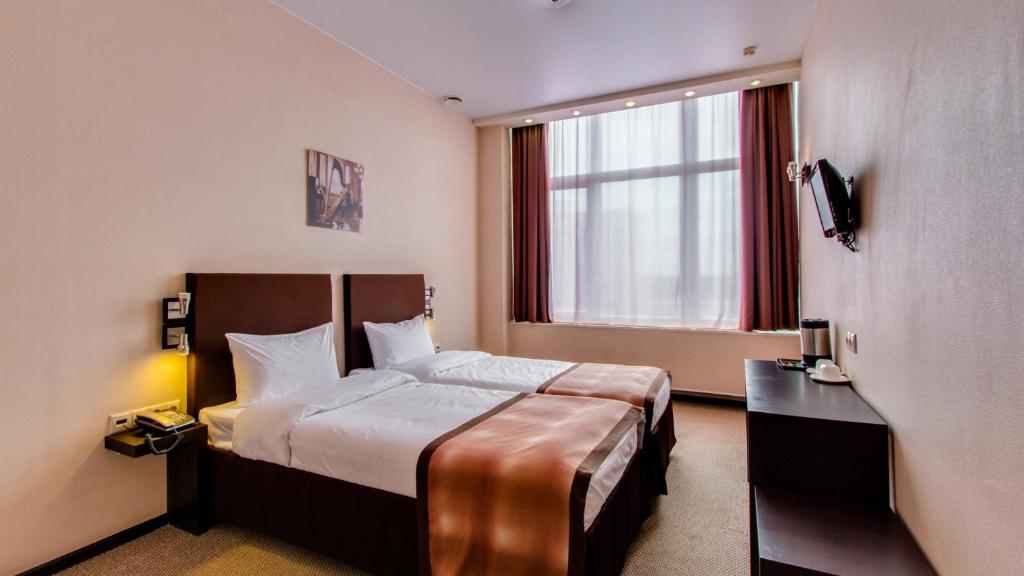 A bed or beds in a room at Hotel Inside Transit